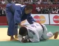 Capture-Judo_video_-73kg_Hiroyuki_Akimoto_JPN_Dex_Elmont_NED-flv-1.jpg